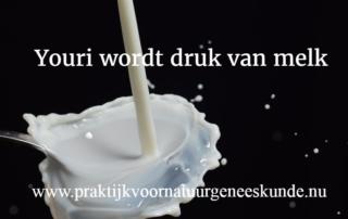 Youri wordt druk van melk